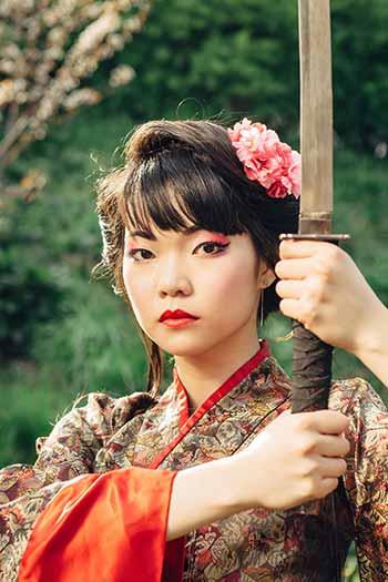 Geisha con una katana
