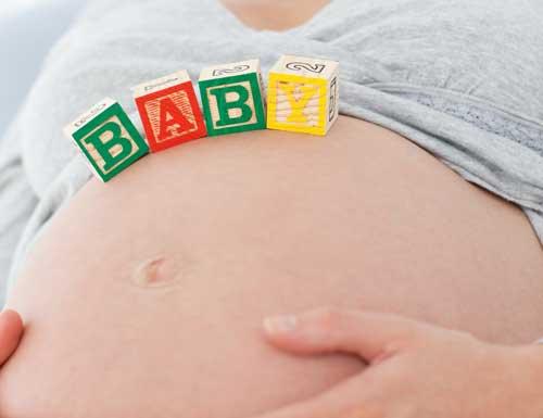 Barriga de mujer embarazada