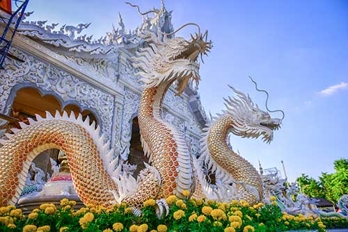 Escultura dragones templo de Tailandia