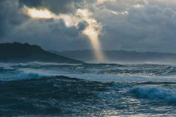 Una tarde con océano tormentoso